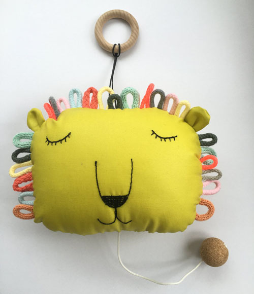 Musical Pull String Crib Toy Lion by sternwerk