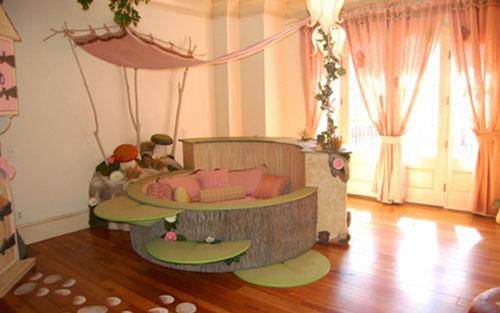 Modern 'house frame in a house' bedroom